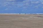 Bild zeigt Strandwanderer auf Juist